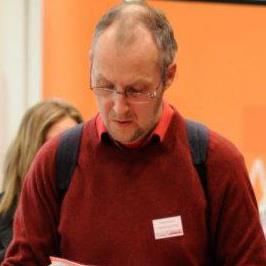 Philippe Schoepen, dans les allées du Salon Objectif.com. Très concentré.