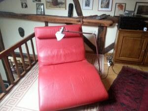Un fauteuil design, une lampe design. Avant l'écriture design